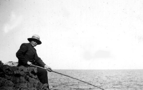 Pépé à la pêche